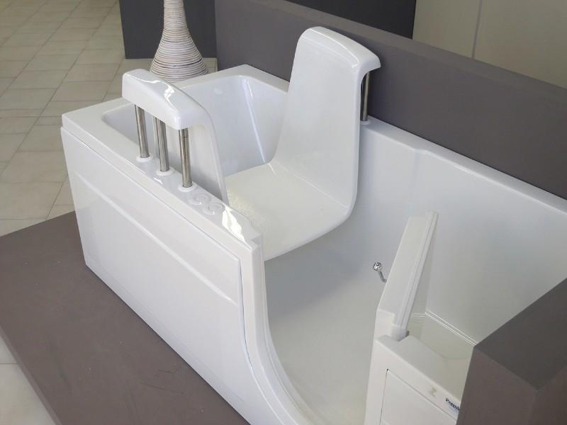 vasca con sollevatore motorizzato