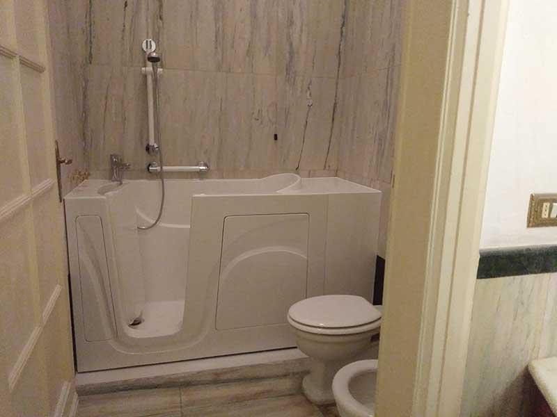 vasca bagno con porta