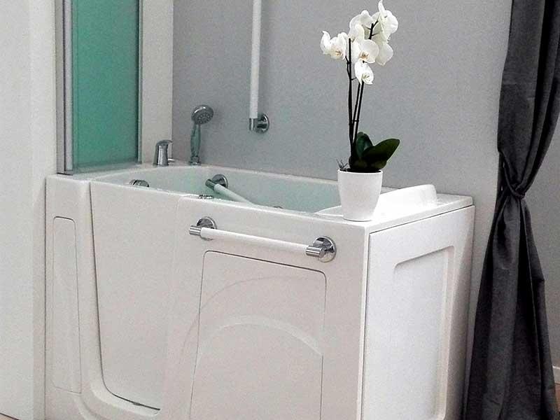vasca bagno con sportello