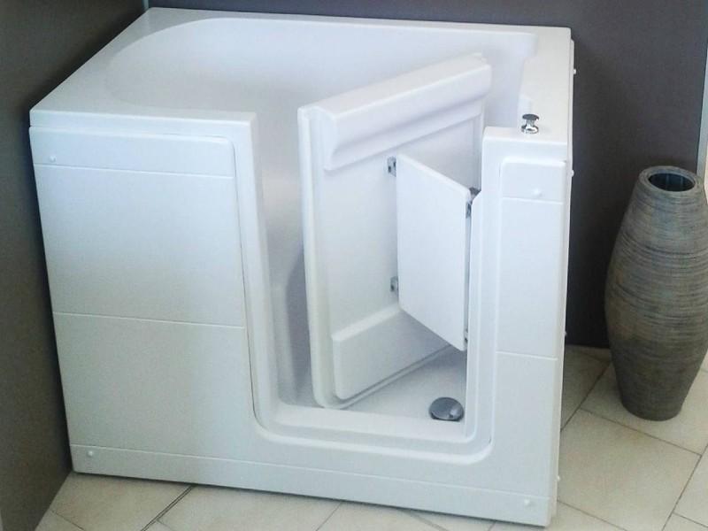vasca da bagno con sportello bianco