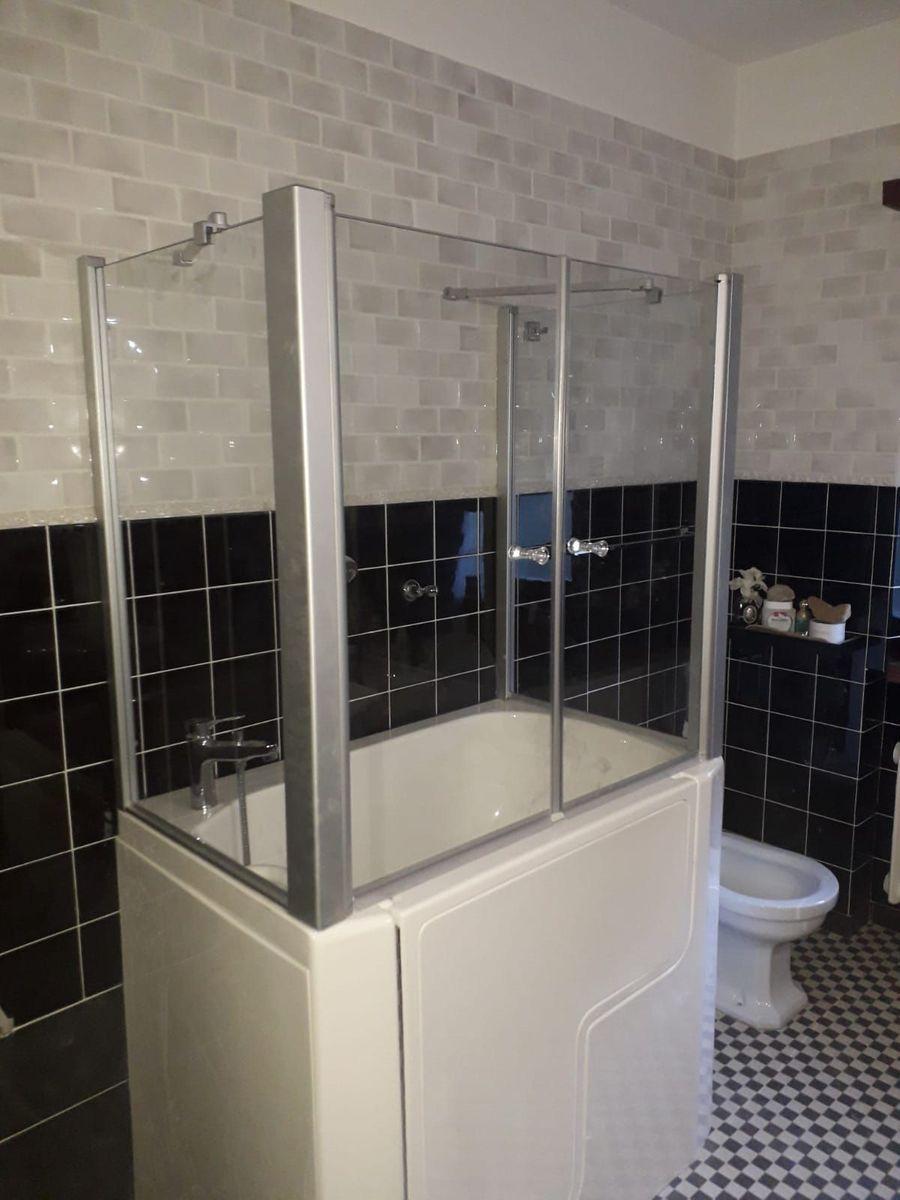 vasca da bagno con doccia per anziani